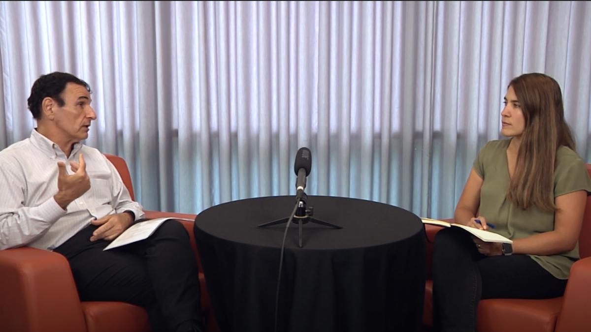 Conversaciones sobre la vacuna: El Dr. Emilio DeBess contesta preguntas sobre la diferencia entre la inmunidad natural y la inmunidad por la vacuna.